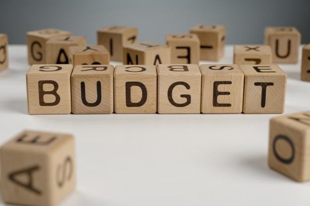 Η λέξη budget με τουβλάκια